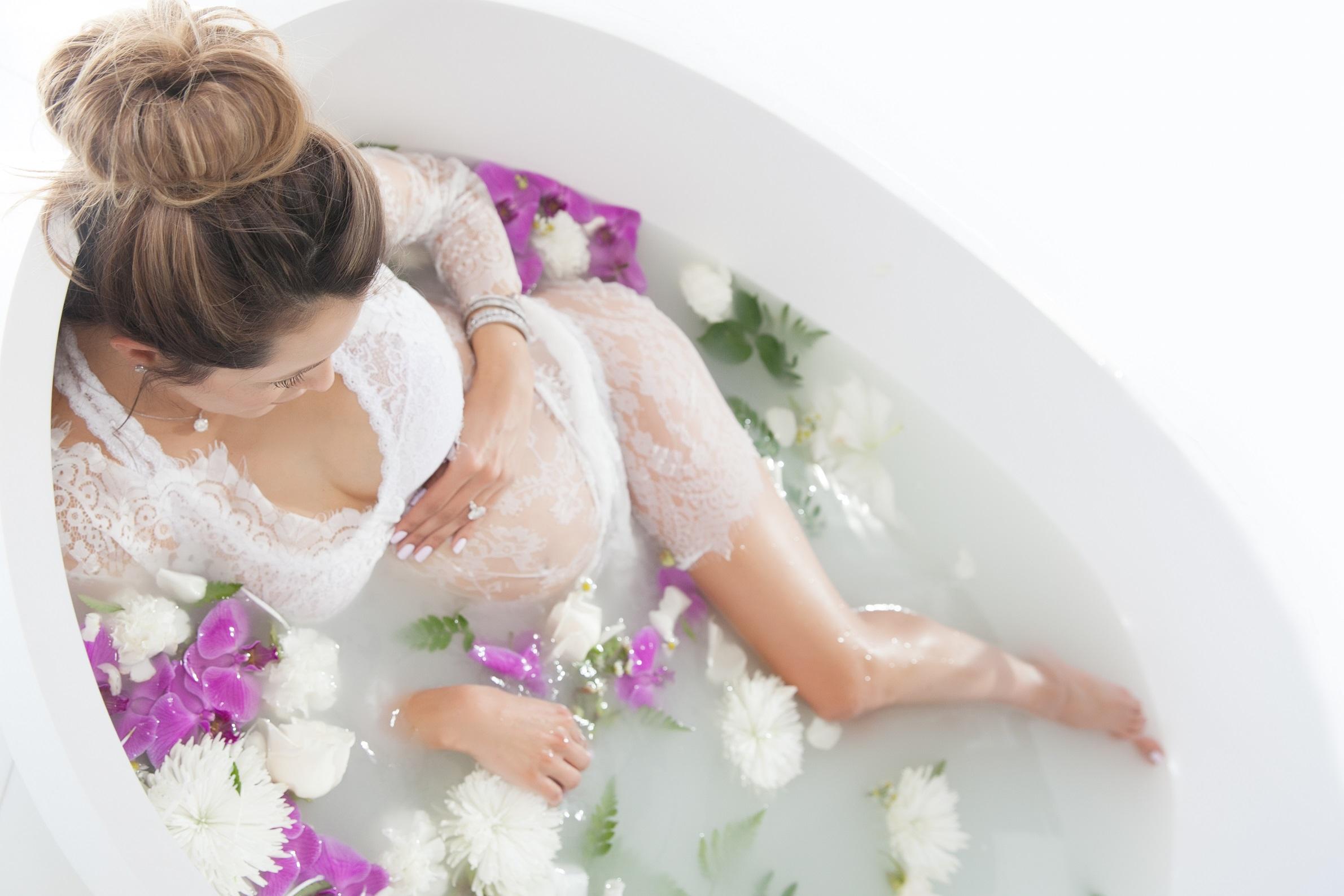 Keren-Cohen-Maternity-Milk-Bath-3