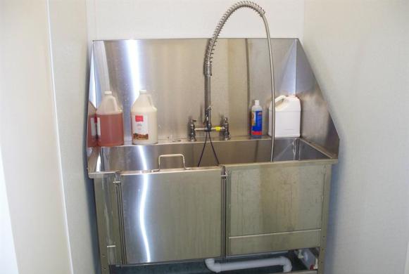 Grooming tub