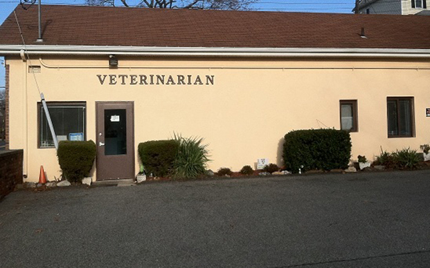 The outside of our animal hospital in Thornwood, NY