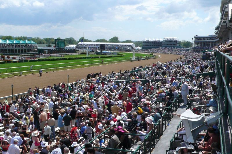 2014-Kentucky-Derby-Grandstand-Blue-Party-View-Derby-Experiences