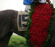 Derby-experiences-kentucky-derby-history-of-the-kentucky-derby-garland-of-roses