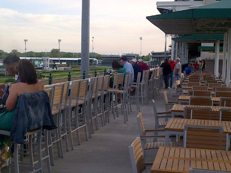 Drink-Rail_Sunnys-Halo-Lounge_Derby-Experiences_Kentucky-Derby