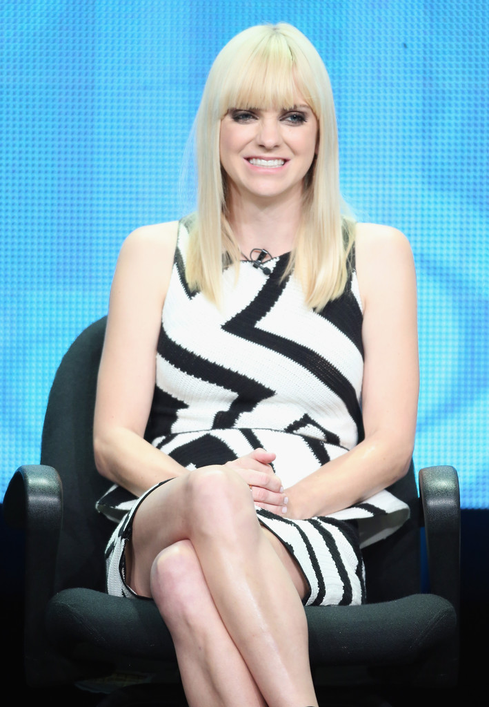 Anna faris wearing alice   olivia mom 2013 summer tca tour panel