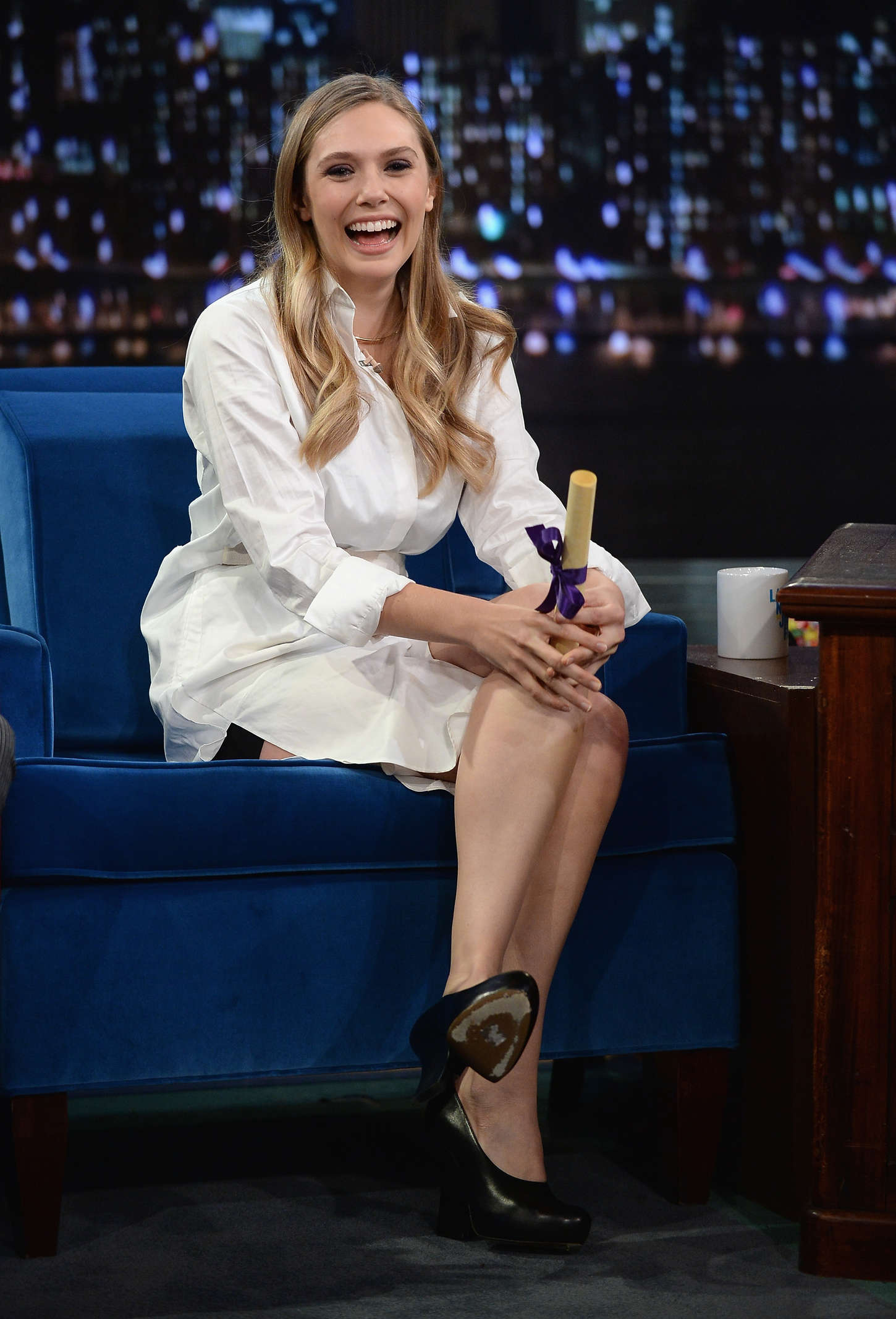 Elizabeth olsen  late night with jimmy fallon 2013  08