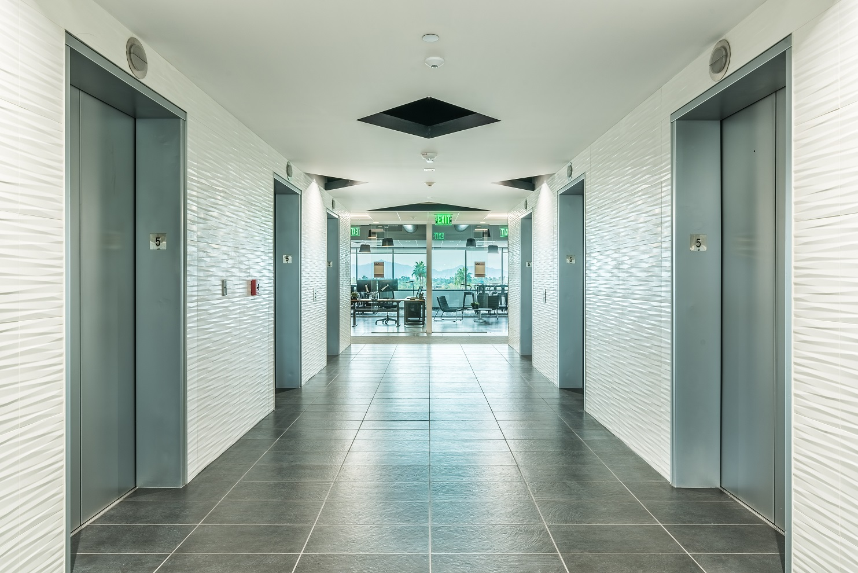 5th_floor_elevator_lobby-25