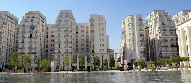 Villeurbanne et ses gratte ciel le guide de la ville de lyon par estimmoclic les prix - Autour de la piscine photo villeurbanne ...
