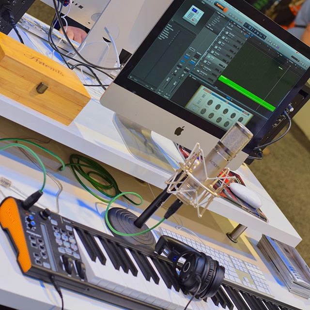 iKeyboard 6S VST with audio interface and Artemis condenser mic!