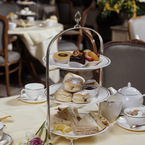 R_afternoon_tea_in_st_james_b_1