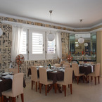 Cafe_laurent_main_room_b_1