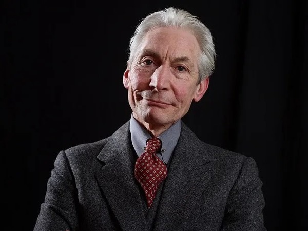 .:: charlie_watts_baterista_do_rolling_stones_morre_aos_80_anos_53335_1_pt_040054.png ::.