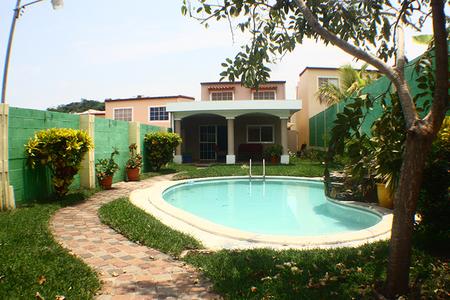 Casa residencial palo alto en zaragoza con piscina rans for Piscina publica zaragoza