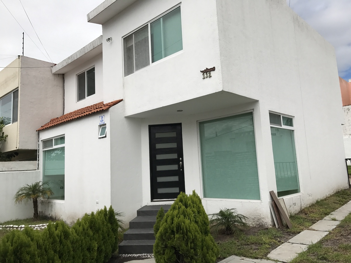 Casa en renta juriquilla privada quer taro 3 for Casas en renta en queretaro