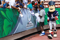 Nfl-on-location-pro-bowl-hawaii-ohana-day-player-signing-autographs-with-patriots-mascot