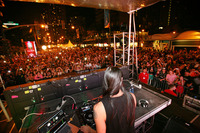 Nfl-on-location-nfl-pro-bowl-2014-all-star-pro-bowl-block-party-dj-with-crowd