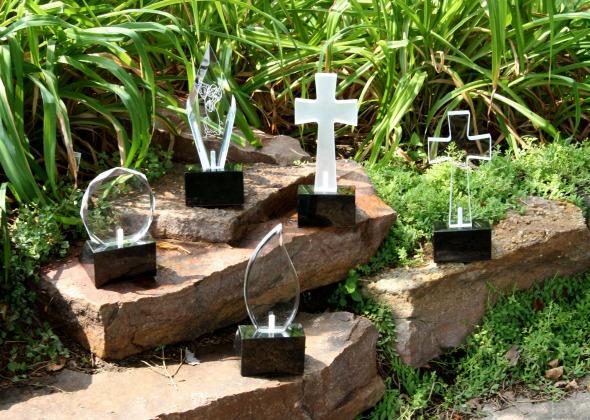 pet memorials in a garden