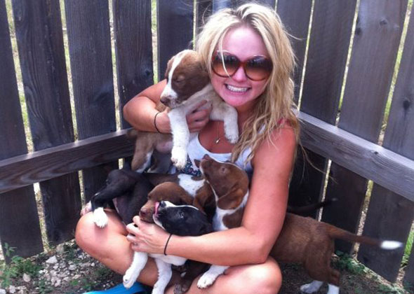 Miranda Lambert with puppies she rescued