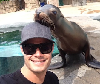 Cardinals pitcher Joe Kelly Tweeted this selfie with a sea lion.