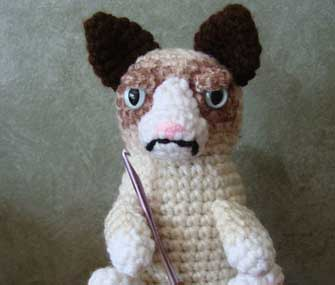 crocheted grumpy cat