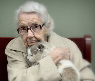 102-year-old woman falls in love with shelter cat
