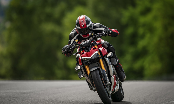My20_ducati_streetfighter_v4_s_ambience_09_uc101672_mid