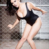 Sunny-leone-strikes-a-seductive-pose-for-shutterbugs