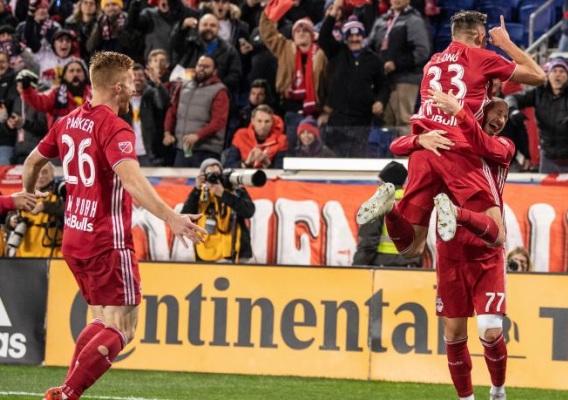 Red_bulls_-_celebrate_vs._crew_-_11-11-18