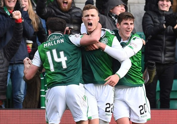 Hibs_celebrate_-_asn_top_-_hyndman_there_-_2_-_12-16-18
