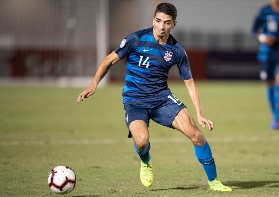 Manny_perez_-_asn_top_-_isi_-_concacaf_u-20_2018_-_with_ball_-_roy_k_miller