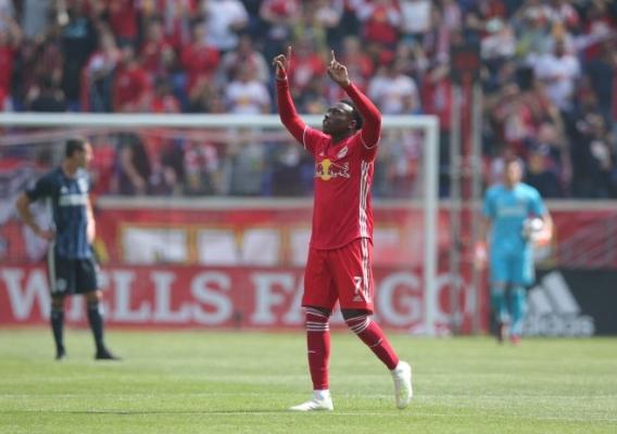 Derrick_etienne_jr._-_rbny_celebrates_goal
