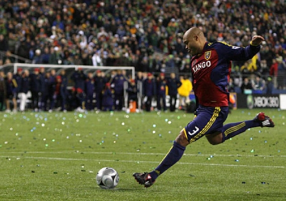 Robbie_russell_-_asn_top_-_2009_mls_cup_winning_kick