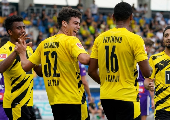 Gio_reyna_and_dortmund_celebrate_-_asn_top_-_2020_preaseason