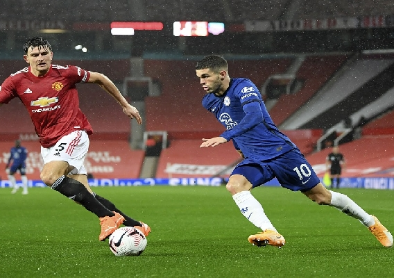Christian_pulisic_-_asn_top_-_vs._man_u_in_rain_-_10-24-20