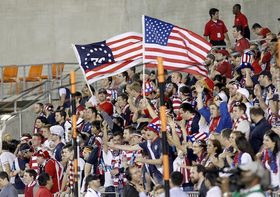 13013_usfanshouston_isi_usmnt130129017