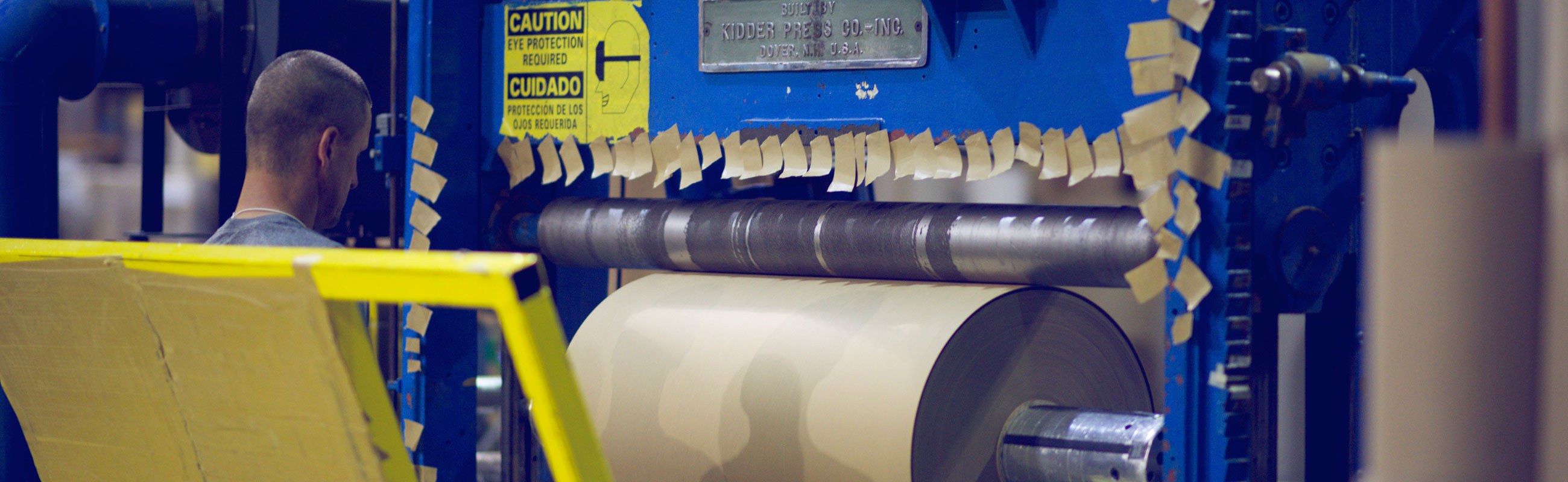 Dunnage paper rolls rewinding