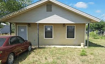 Online Auction: Single Family Home In Carrizo Springs, TX