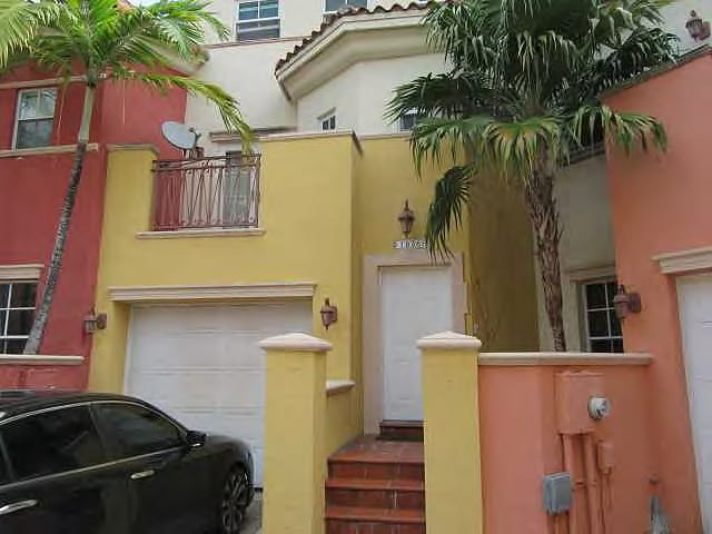 Online Auction: Townhouse (18365 NE 30th Place) In North Miami Beach, FL