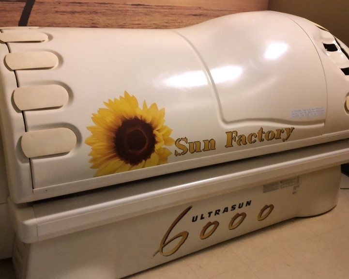 Tanning Salon Online Auction In Elgin, IL