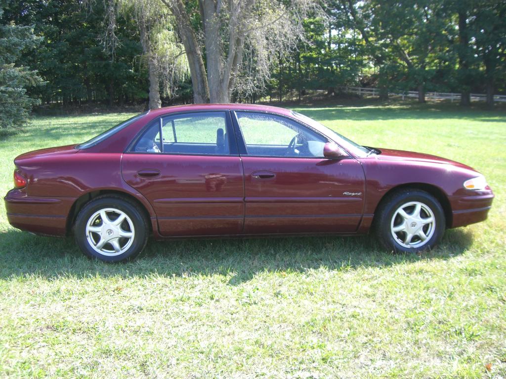 Austin Motors Buick Regal 2001 Burgundy