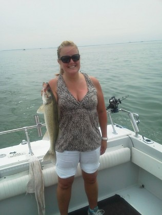 Donna_with_a_nice_walleye