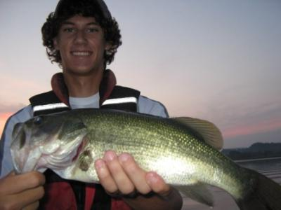 Fish Lake Guntersville Guide Service<br>www.fishlakeguntersvilleguideservice.com<br>Email: bassguide@comcast.net<br>Call: 256 759 2270<br>Captain Mike Gerry