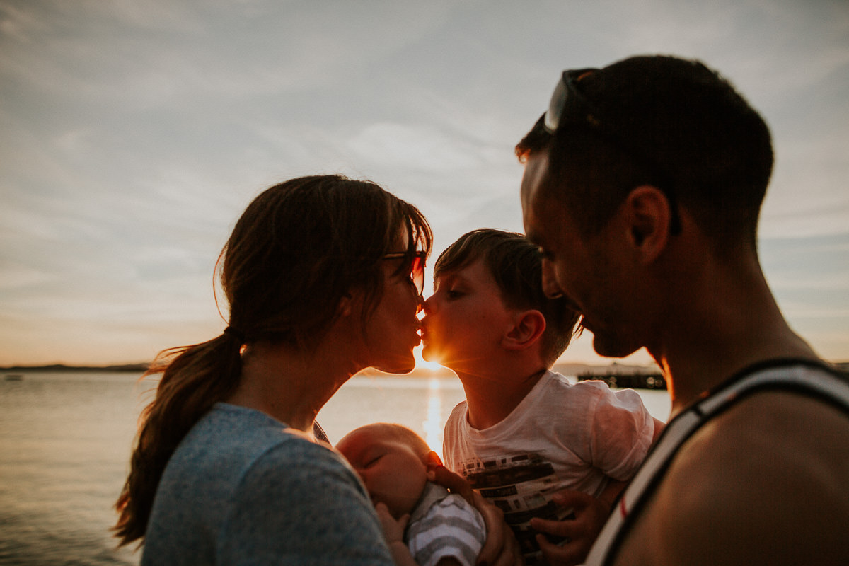 MANCHESTER FAMILY PHOTOGRAPHER, DOCUMENTARY PHOTOGRAPHY, FAMILY PHOTOGRAPHY, CREATIVE FAMILY PHOTOGRAPHY, AYESHA PHOTOGRAPHY, MUM AND DAD WITH 2 CHILDREN ON A BEACH AT SUNSET
