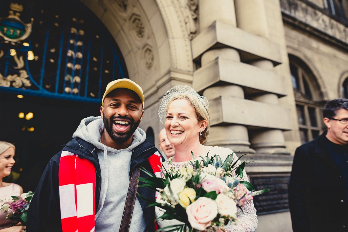 sheffield town hall wedding photographer, sheffield town hall wedding photography, sheffield town hall wedding, sheffield wedding photographer, sheffield wedding photography, ayesha photography, manchester wedding photographer, manchester wedding photography, bride meets Mayor Majid outside sheffield town hall