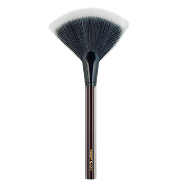 The Large Fan Brush | Kevyn Aucoin | b-glowing