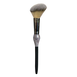 French Boutique Blush Brush | It Cosmetics | b-glowing