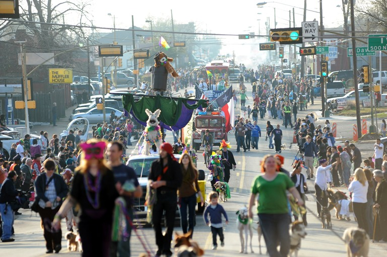 Dallas Oak Cliff Mardi Gras parade (photo by Dallas Morning News)