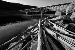 Lake_koocanusa_bridge