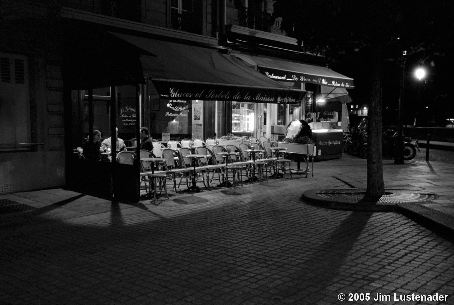 Night Cafe by Jim Lustenader :: Black & White Magazine
