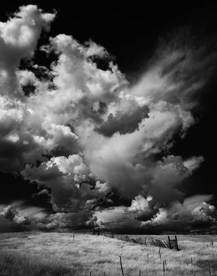 Dark_cloud_over_the_prarie
