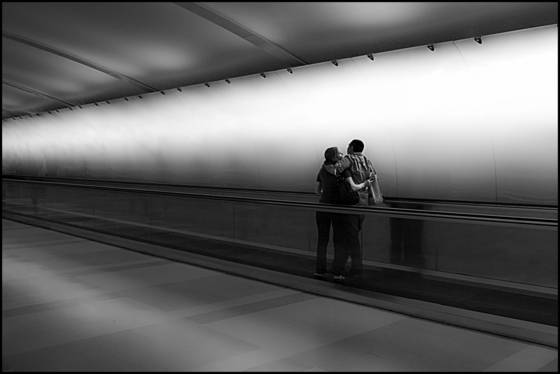 Couple_at_airport