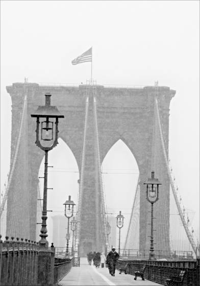 Brooklyn_bridge_in_snowstorm